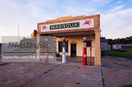 Magnolia Gas Station, Shamrock, Texas, USA