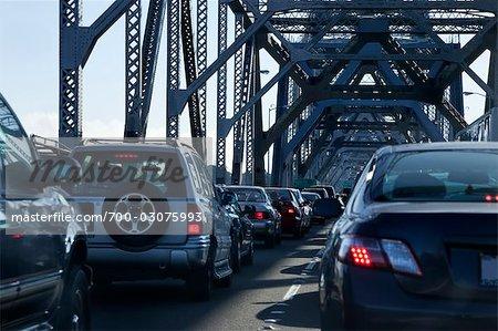 Trafic sur Oakland Bay Bridge, San Francisco, Californie, USA