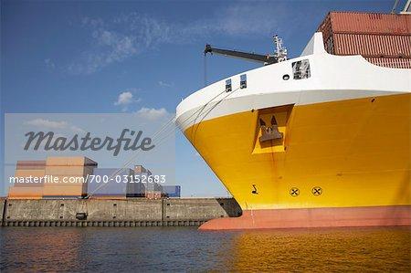 Navire cargo dans le Port, Hambourg, Allemagne