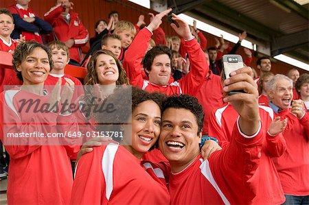 Fans de football se photographier