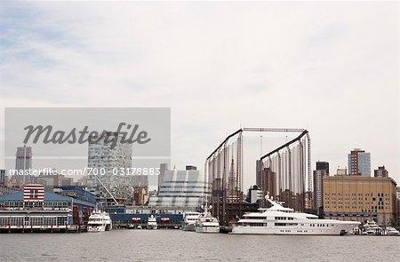 Vue du bâtiment « Voiles » de Pier 59 et Frank Gehry, Chelsea Piers, Manhattan, NYC, USA