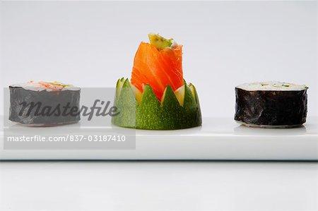 Gros plan des rouleaux de sushi