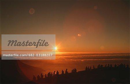Touristes appréciant le coucher du soleil de montagne de la Table, Cape Town, Western Cape Province, Afrique du Sud