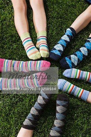 Enfants porter des chaussettes