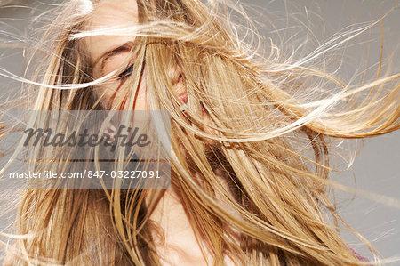 Blonde Schönheit im studio