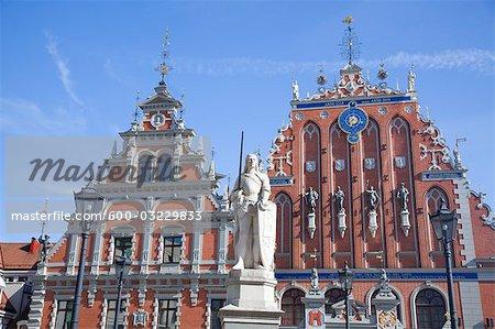 Statue de Roland et la maison des têtes noires, vieille ville, Riga, Riga District, Lettonie