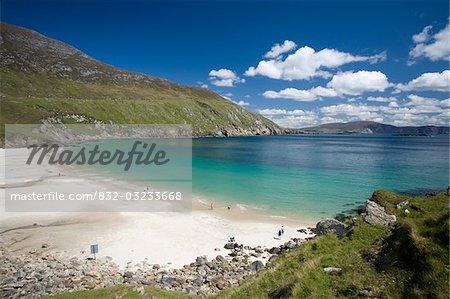 L'île d'Achill, comté Mayo, Irlande ; Mer tranquille à Keem strand