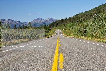Glenn Highway et Montagnes Mentasta, Alaska, USA