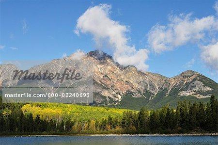 Lac Pyramid et Pyramid Mountain, Parc National Jasper, Alberta, Canada