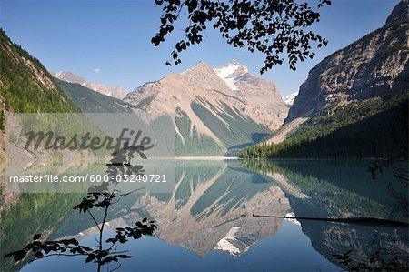 Kinney lac et montagne Whitehorn, Parc Provincial du Mont Robson, en Colombie-Britannique, Canada
