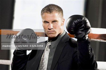 Homme d'affaires de boxe