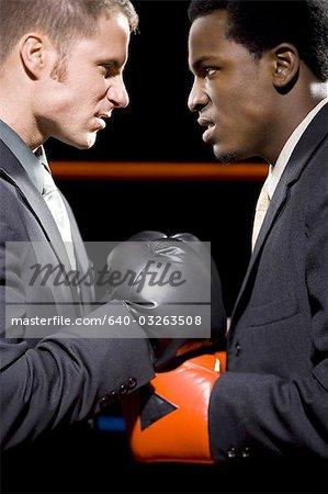 Les hommes d'affaires de boxe