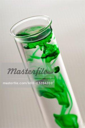 Liquide vert dans le Tube à essai