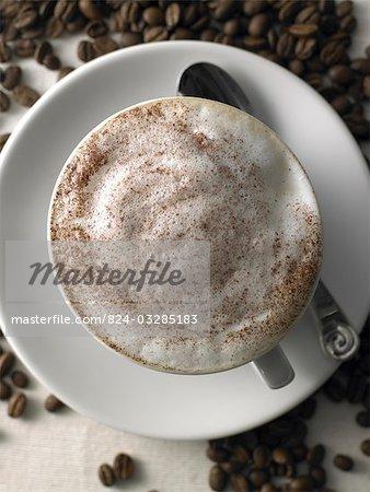 cappuccino avec beans1 de chocolat et de café