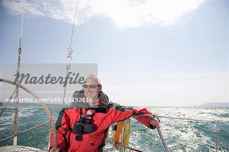 Homme mûr, voilier