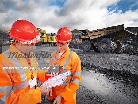 Travailleurs dans les mines inspection du charbon