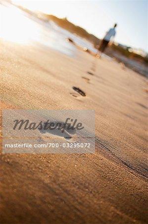 Empreintes de pas sur la plage, Santa Cruz, Californie, USA