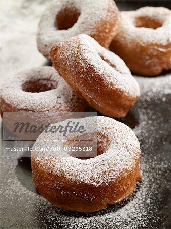 Hausgemachte pulverisierten Zucker-Krapfen