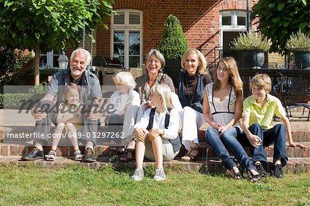 famille devant leur maison