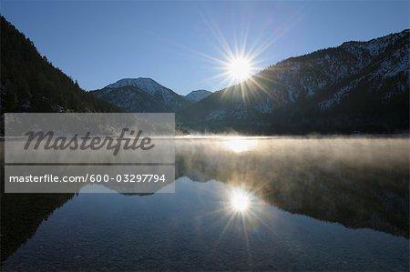 Lac Plansee au lever du soleil, Tyrol, Autriche