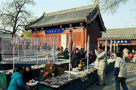 China, Peking, Baoguo-Tempel. Antiquitäten-Markt.