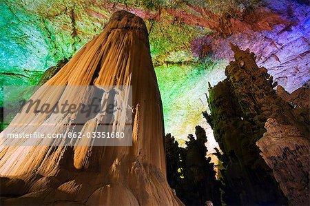 Chine, Province de Guizhou, grotte de Zhijin, le plus important en Chine, à 10 km de long et 150 haute