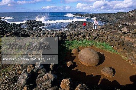 Chili, île de Pâques. Site de cérémonie près du village de Hanga Roa