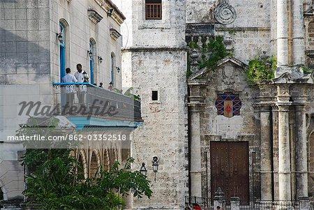 Cuba, la Havane. Café à la Plaza de la Catedral, la Havane
