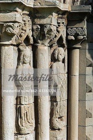 Shrewsbury Shropshire, Angleterre. Images taillées de saints dans le portique élégant de la salle capitulaire de l'abbaye de Haugmond, un 12ème siècle Augistinian abbaye près de Shrewbury.