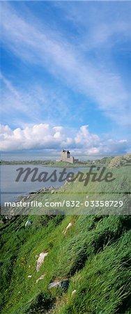 Château sur le front de mer, le château de Dunguaire, Kinvara, Irlande