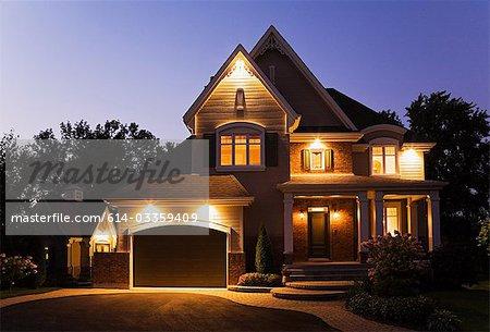 Einfamilienhaus, beleuchtet