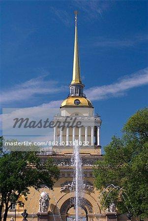 Russie, Saint-Pétersbourg. Flèche de l'immeuble de l'Amirauté.