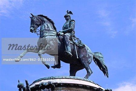 Russland, St. Petersburg. Statue von Nikolaus erste in Isaak-Platz.