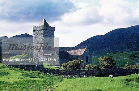 St Clements église sur la pointe sud de Harris est le lieu de sépulture des MacLeod de Harris et de Dunvegan à Skye. Datant de 1520.