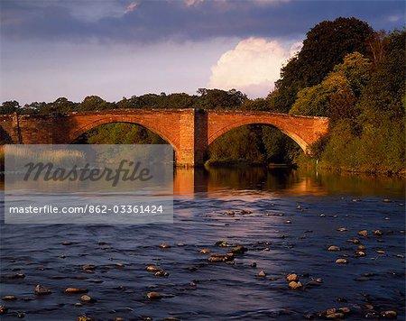 Pont au-dessus de la rivière Nith à Thornhill.