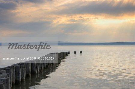 Coucher de soleil sur le lac de Neusiedl, Illmitz, Burgenland, Autriche