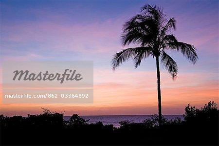 Aube du Pemba Beach Hotel près de Pemba dans nord du Mozambique.