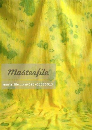 Gelber Stoff mit grünen Flecken, Nahaufnahme, full-frame