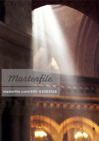 Rayons du soleil dans l'église du Saint-Sépulcre Israël, Jérusalem,