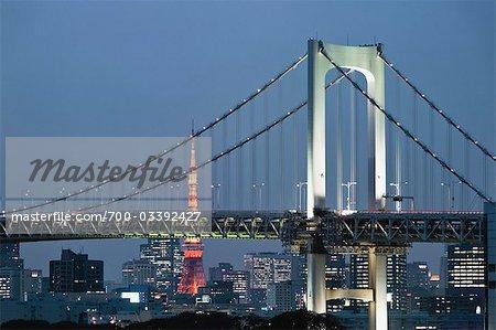 Pont de l'arc-en-ciel et tour de Tokyo, Tokyo, région de Kanto, Honshu, Japon