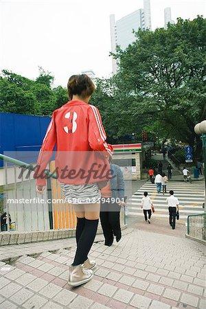 La Province de Guangdong, Guangzhou, la Chine, les gens descendre les escaliers