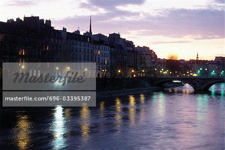 Crépuscule de la rivière Seine, Paris, France,