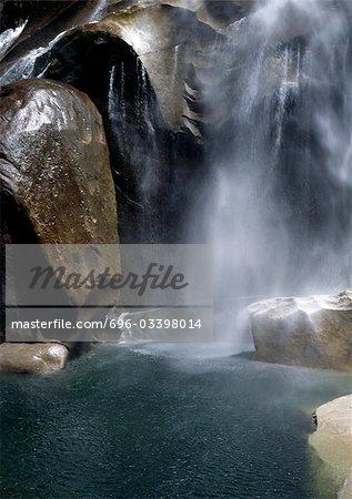 Chute d'eau du Parc National de Yosemite, en Californie,