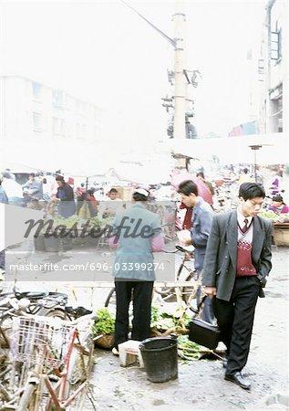 Chine, région autonome Guangxin, Laibin, marché en plein air