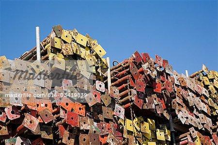 Pile de poteaux métalliques