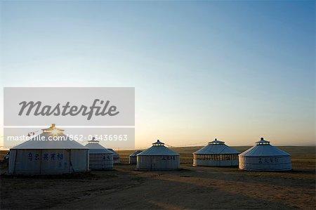 Xilamuren de Chine, Province de Mongolie intérieure des Prairies. Lever du soleil sur une tente yourte de nomad.