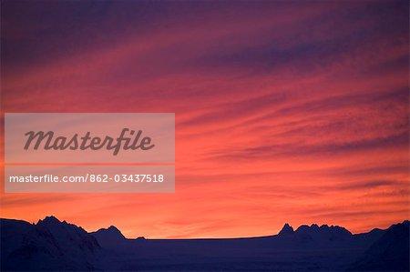 USA, Alaska. Lever du soleil sur le Glacier de pointe Portlock vu de 15 mile East Road près de Homer.