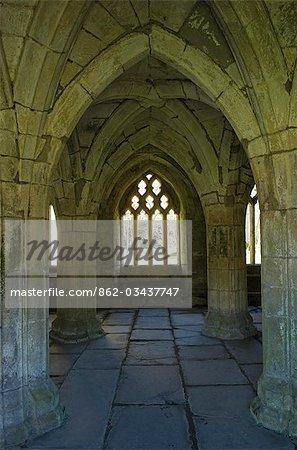 Pays de Galles, Denbighshire, Llangollen. La suppression de la demeure de l'abbaye de Valle Crucis, une abbaye cistercienne fondée en 1201 AD et abandonné à la Dissolution des monastères de 1535AD.