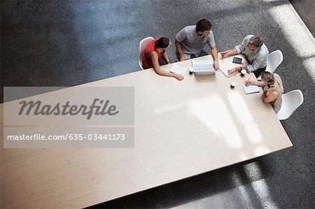 Geschäftsleute Treffen am Konferenztisch
