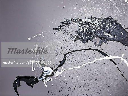 Schwarz und weiß Farbe Kollision